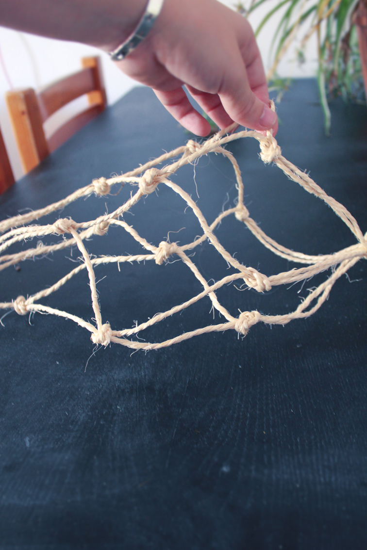 5 minute macrame plant hanger minimal macrame or how to hang a pot plant in 5 minutes 7445